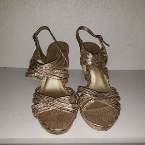 Papell Syudio size 9 ½ gold sparkle heels